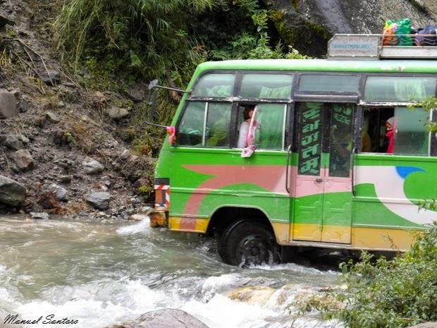 In autobus nei pressi di Ghasa