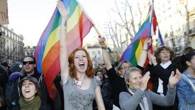 Casamento gay aprovado em França