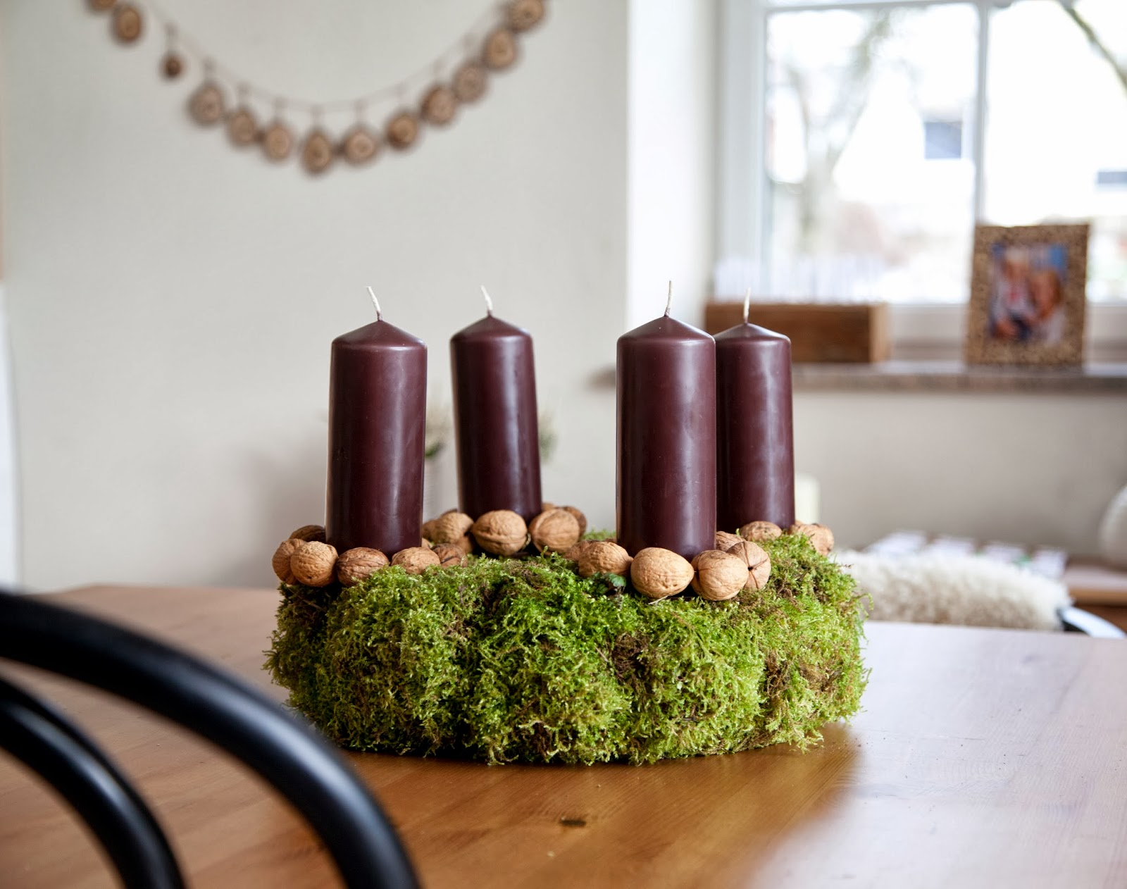 weihnachten diy last minute adventskranz aus moos mit walnussdeko sogar f r absolute. Black Bedroom Furniture Sets. Home Design Ideas
