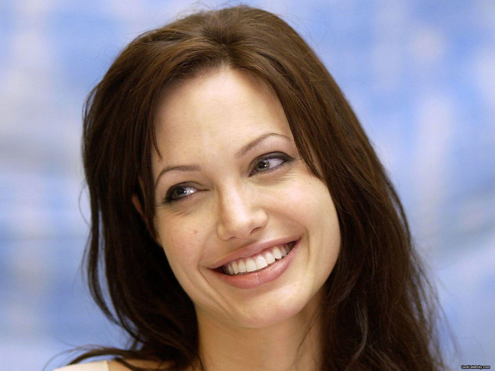 http://1.bp.blogspot.com/-B9g0TRG68tc/UBTkVVJGm0I/AAAAAAAAMac/RmEyW8XrbbY/s1600/Angelina-Jolie-127.jpg