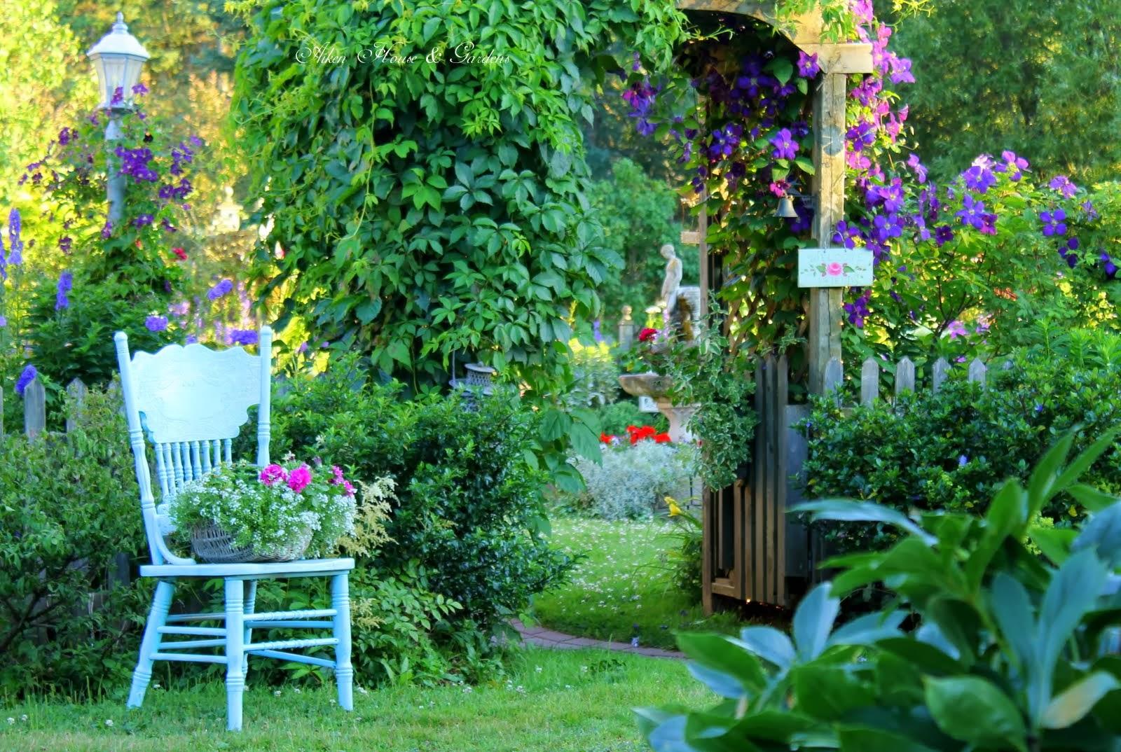 un jardin enchant astr or. Black Bedroom Furniture Sets. Home Design Ideas