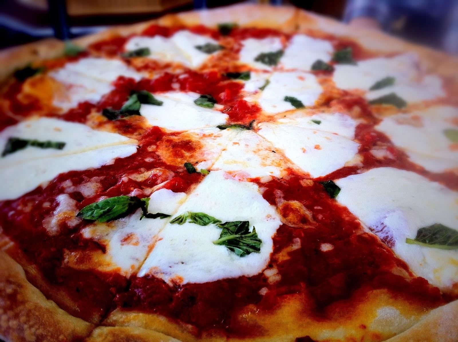 Mama Della's Margherita Pizza