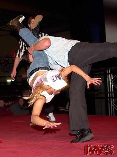 D-Vyn - Womens Wrestling