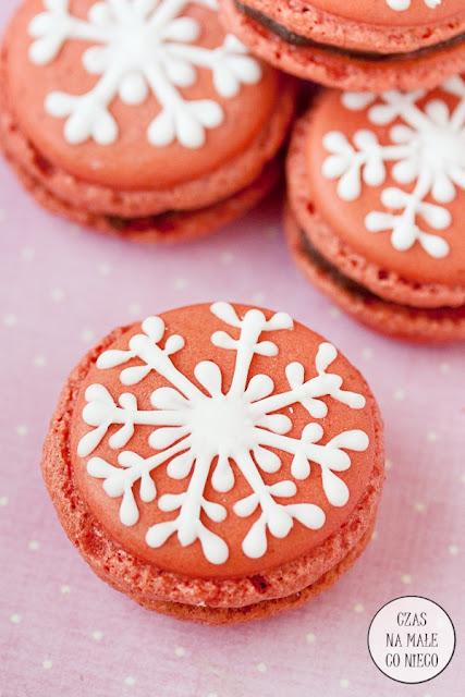 dekorowane makaroniki z kremem czekoladowym