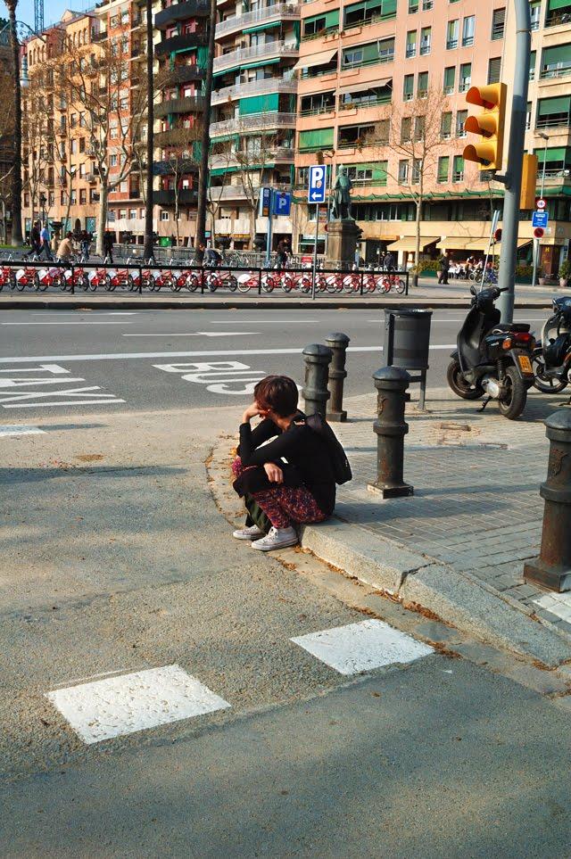 Girl Waiting at Parc de la Ciutadella Gates [enlarge]