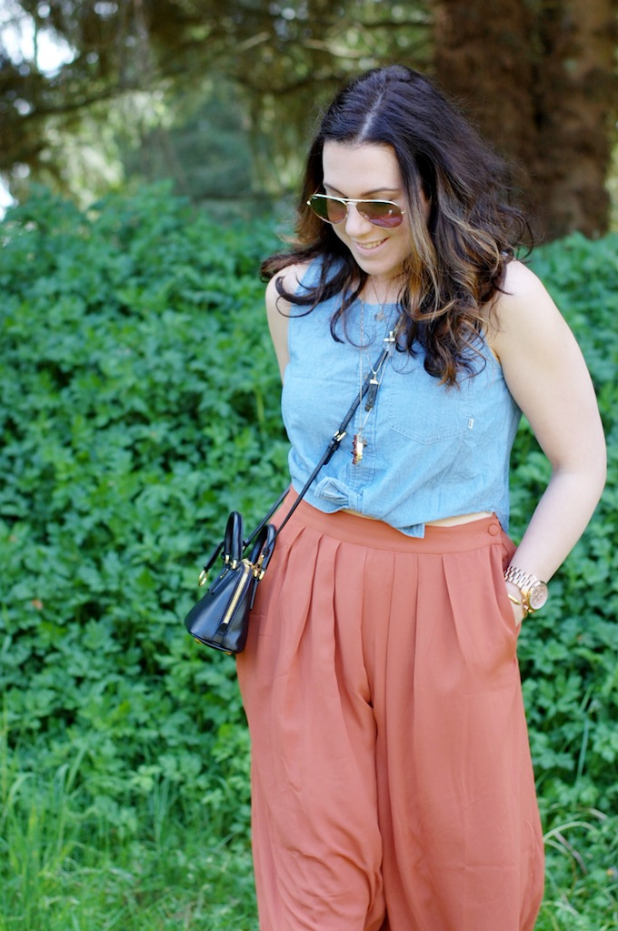Aritzia crop top and Forever 21 culottes outfit by Vancouver fashion blogger Aleesha Harris of Covet and Acquire.