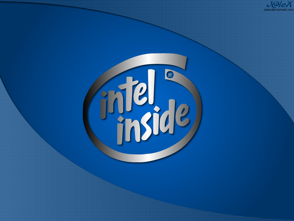 Intel, on The Outside, Takes Aim at Smartphones