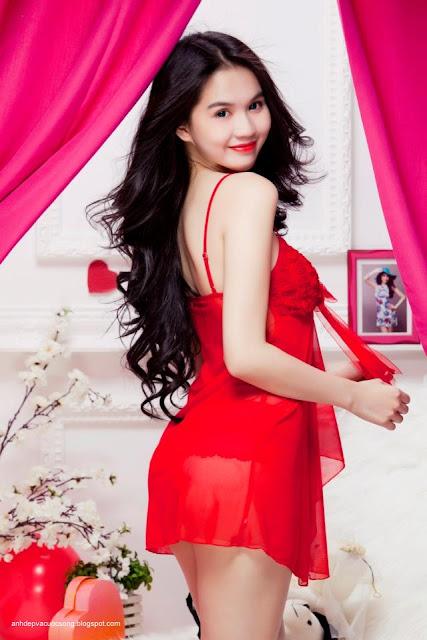 Hình ảnh nóng bỏng Ngọc Trinh mặc nội y