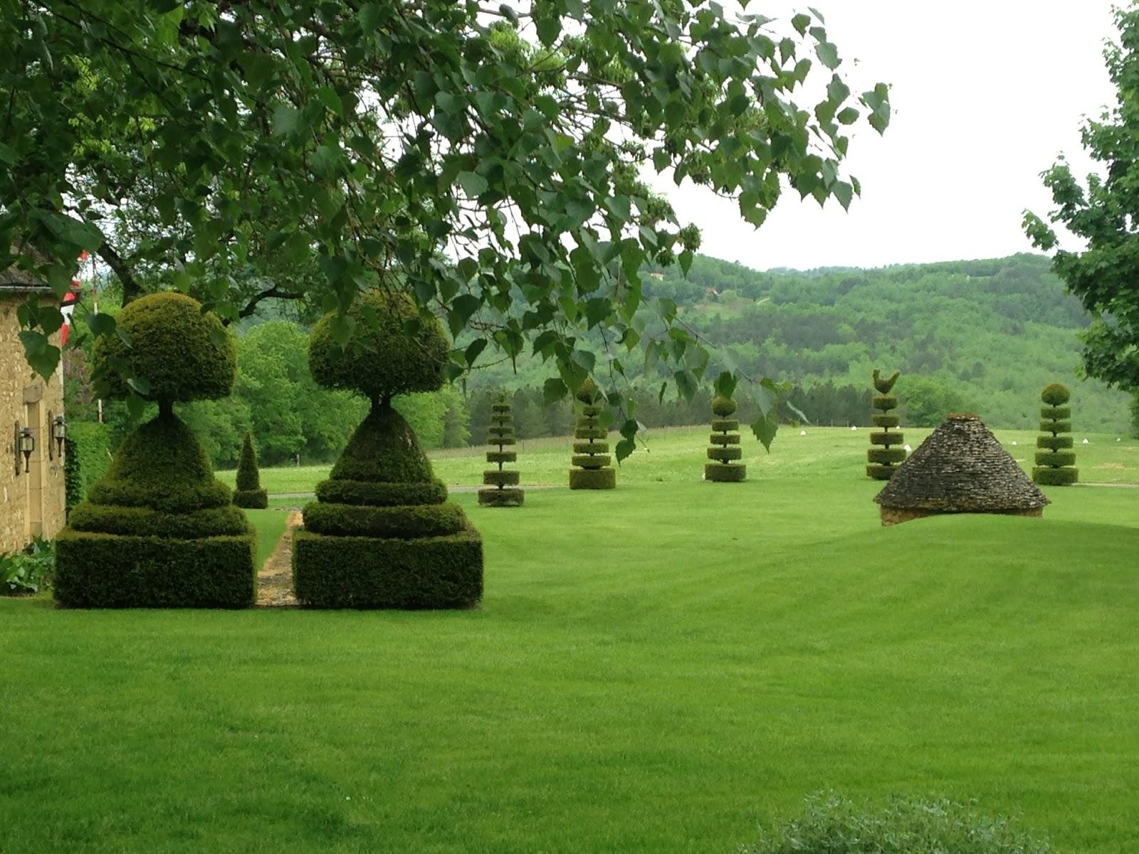 modern gardens of the dordogne les jardins du manoir d 39 eyrignac. Black Bedroom Furniture Sets. Home Design Ideas