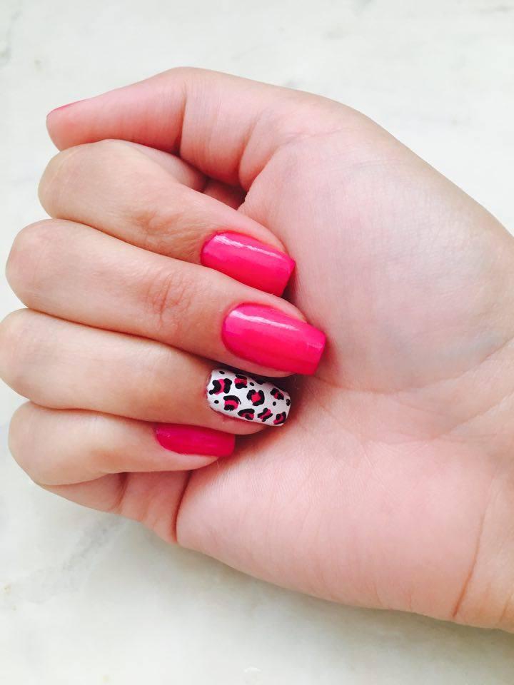Unhas decoradas da Semana - Rosa e decoração Oncinha