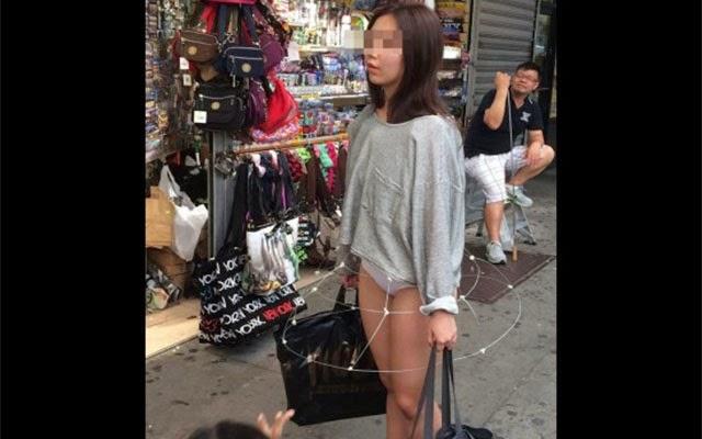 Wanita Pakai Skirt Nampak Seluar Dalam Dari Luar