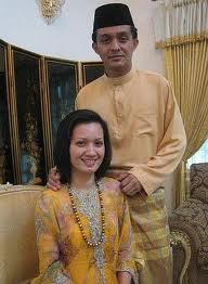 Gambar Keluarga Ahmad Idham Dan Isteri