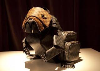 tas berbentuk anjing