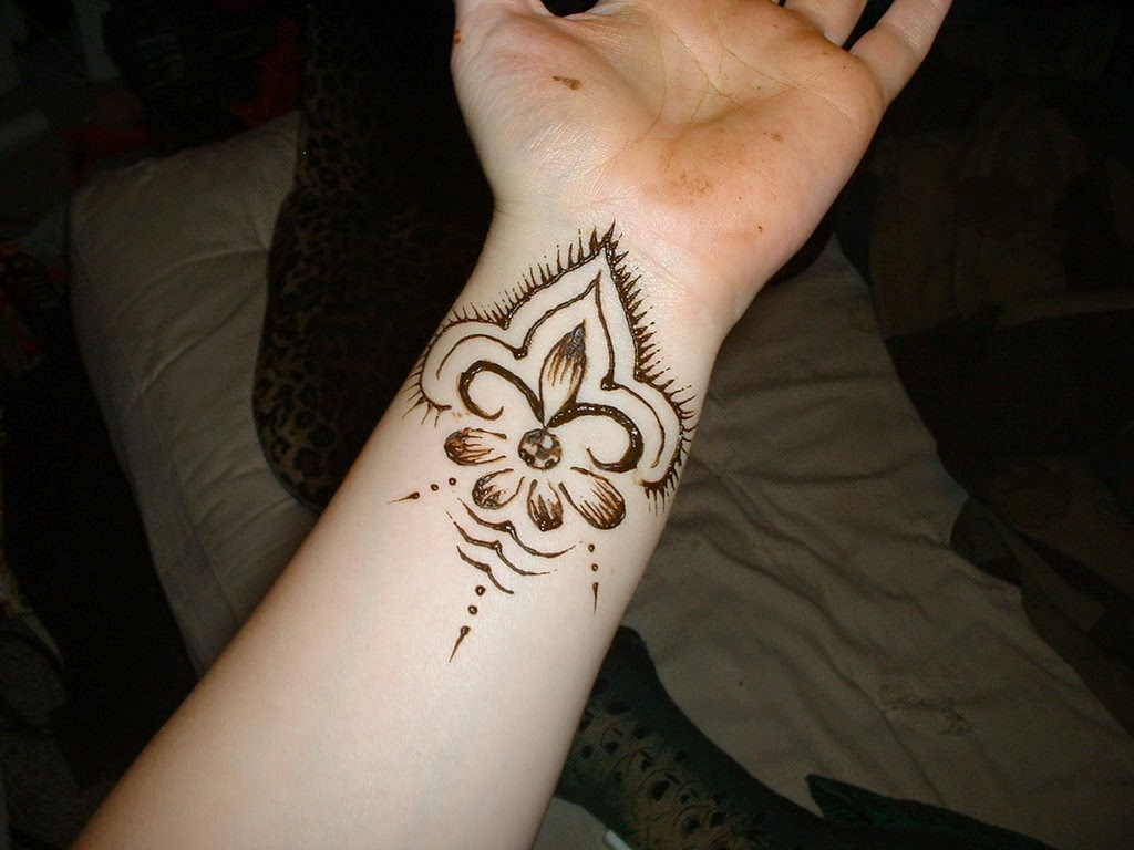 Mehndi Tattoo Designs For Wrist For Girls : Beautiful henna tattoo designs for your wrist