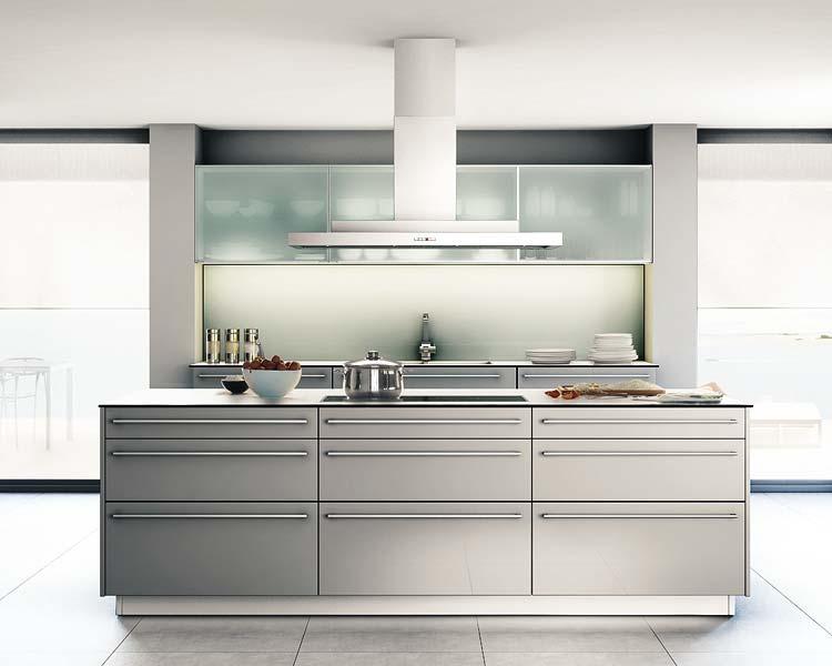 Cocinas con puertas de acero kansei cocinas servicio - Cocinas lacadas en blanco ...