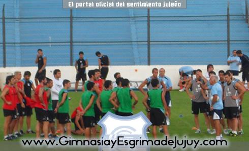 Mario Gómez se presenta con los jugadores de Gimnasia