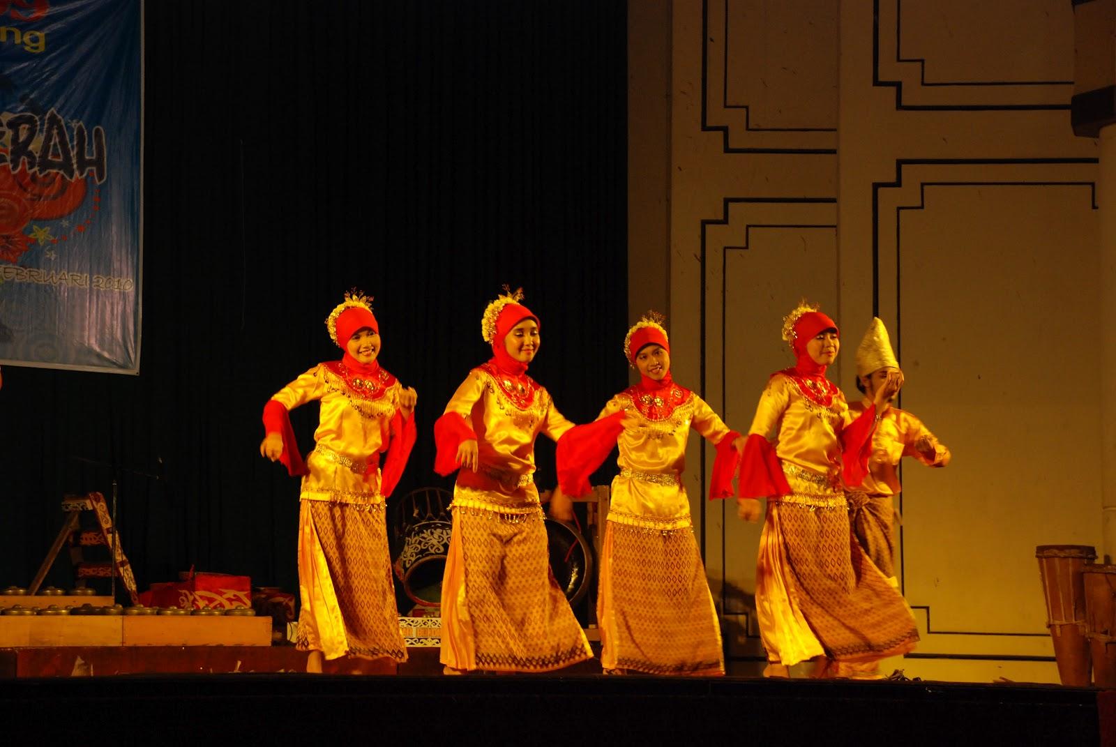 RAHADI OSMAN 1 YOGYAKARTA: Pertunjukan Tari Daerah