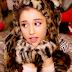 Assista ao clipe de 'Santa Tell Me', canção natalina de Ariana Grande