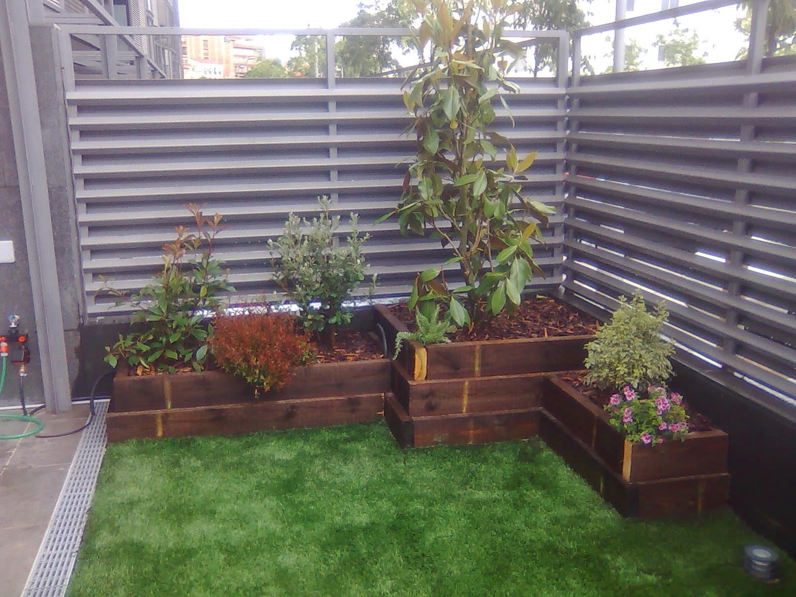 Como decorar tu terraza haz tus propios maceteros o - Jardineras de exterior ...