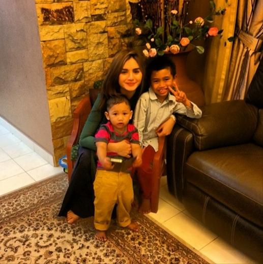 hanez bersama anak mr r