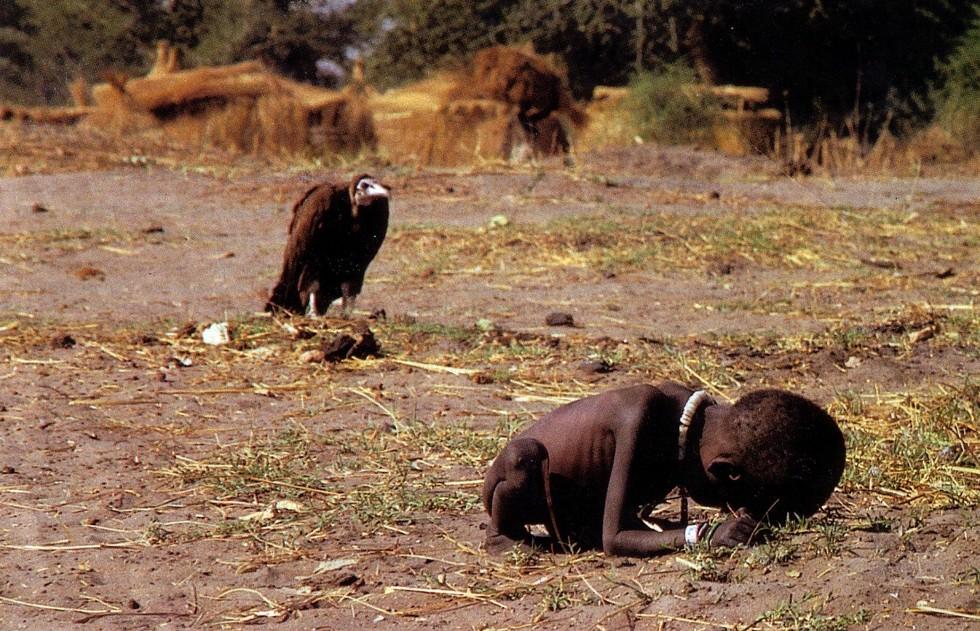 Hambruna en Sudán meridional / Starvation in Southern Sudan (1993) Foto: Kevin Carter (1960-1994)