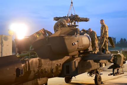 SOLDIERS MAINTAIN APACHE HELICOPER IN AFGHAISTAN