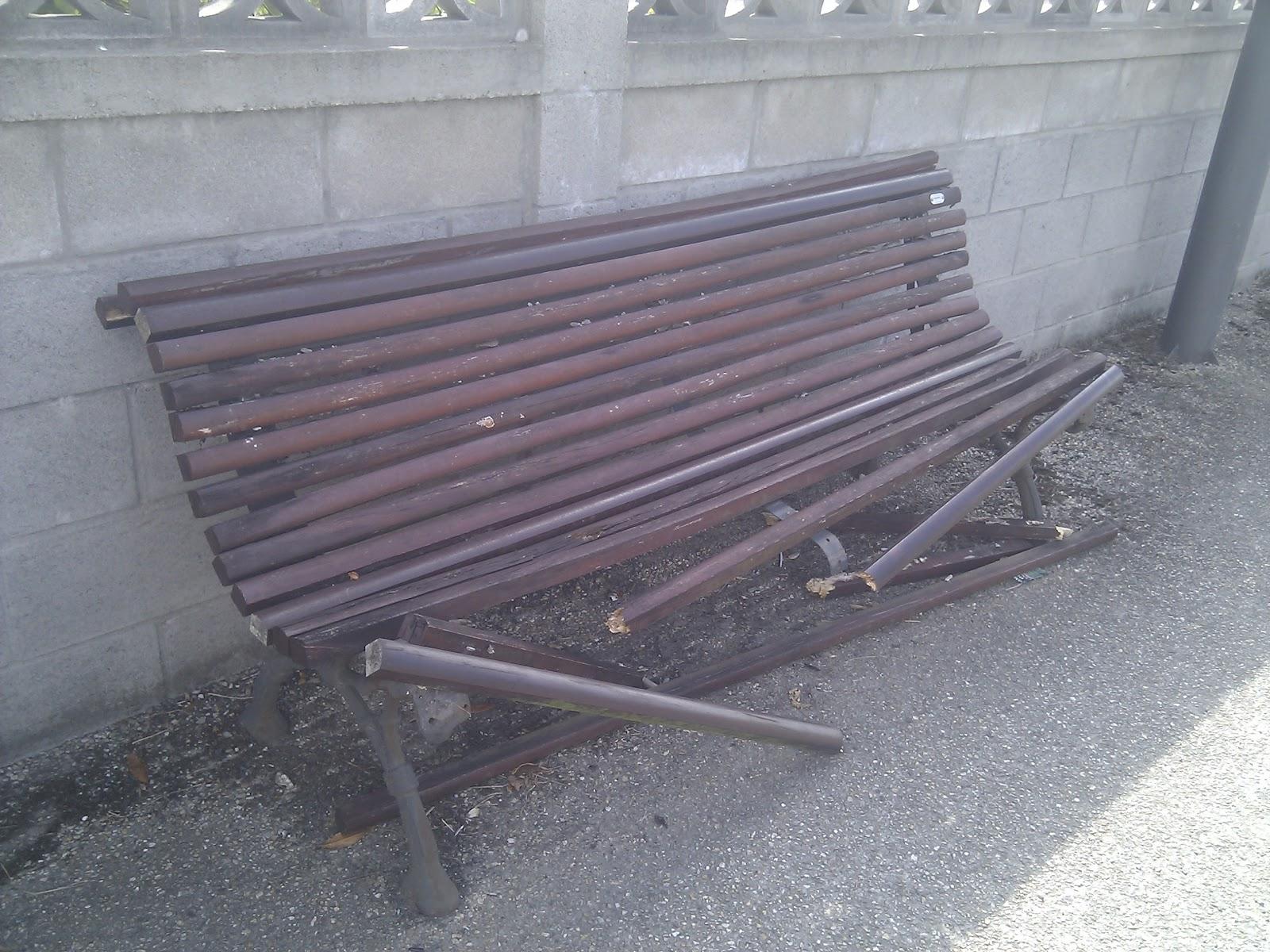 Partido popular de mugardos la areosa un ejemplo de for Ejemplos de mobiliario urbano