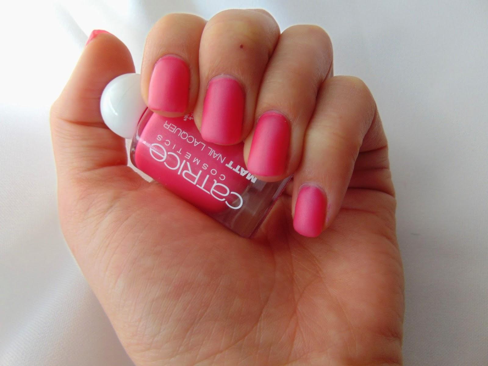 Catrice LE - Rock-O-CO - Matt Nail Lacquer Madame De Pinkadour on Nails - www.annitschkasblog.de