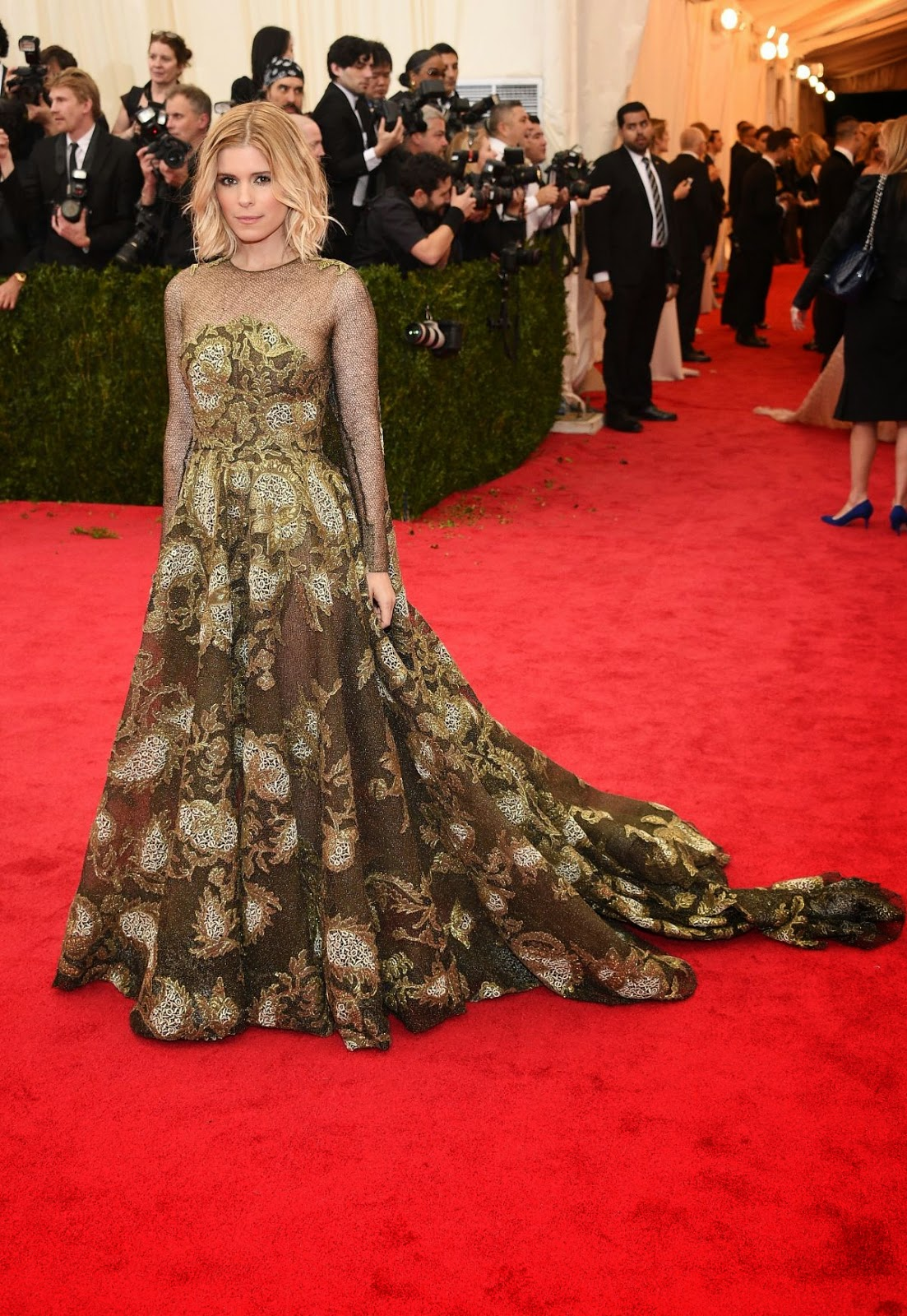 kate mara dresses up in valentino couture for the 2014 met gala. Black Bedroom Furniture Sets. Home Design Ideas