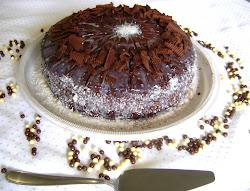 Torta prestígio com lascas de chocolate