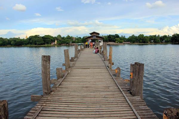 Puente de madera de teca U-Bein en Amarapura