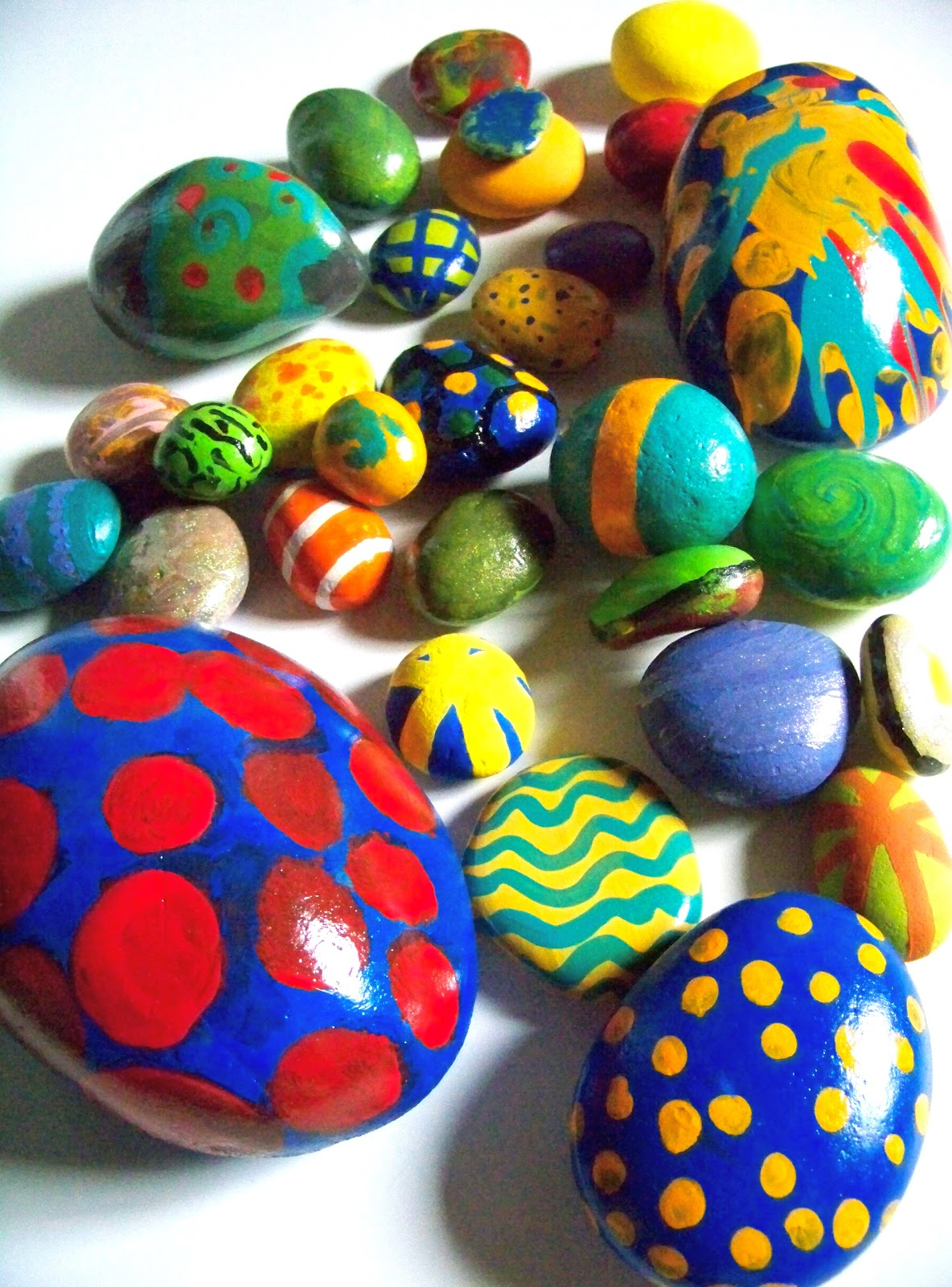 paint rock guys Painting rocks ideas easy paint rock for try at home stone art rock painting ideas rock painting patterns rock crafts and rock painting painting rocks ideas for beginners find this pin and more on painted rocks by wynema laabs.