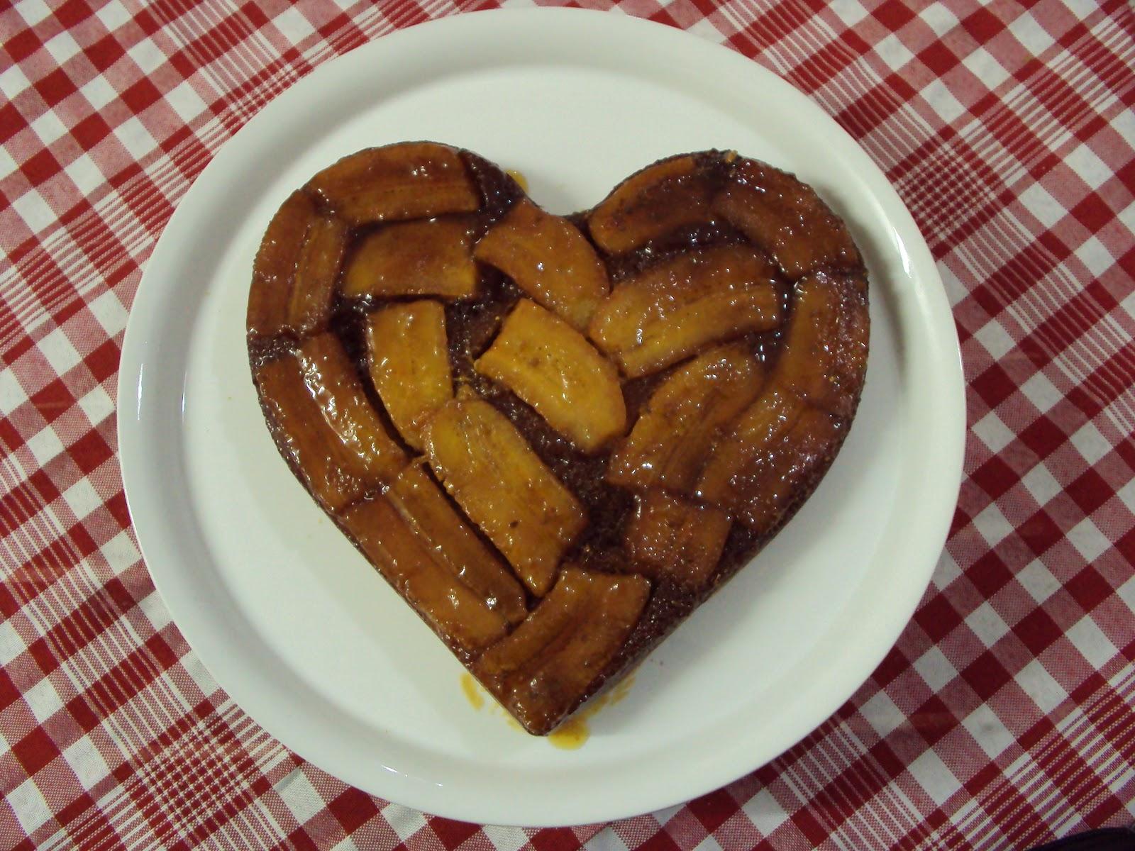 eu brinco na cozinha bolo de banana caramelada e minha