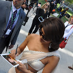 Priyanka Chopra Looks Super Sexy In a White Saree as She Signs Autographs For Her Fans