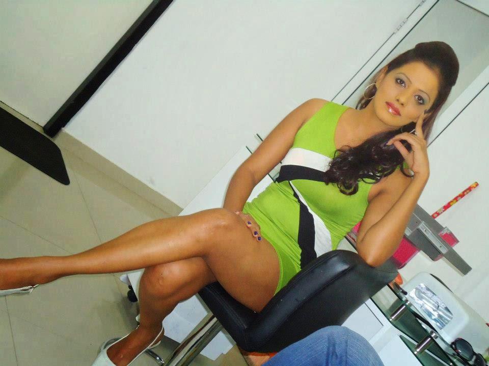 chandi anupama crossed legs