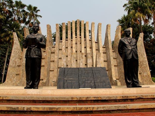 bangunan monumen bersejarah