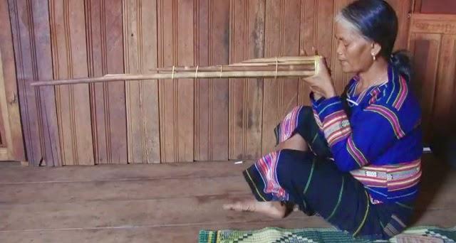 Films: Découvrir les instruments khmers, Le ding jön et la cithare