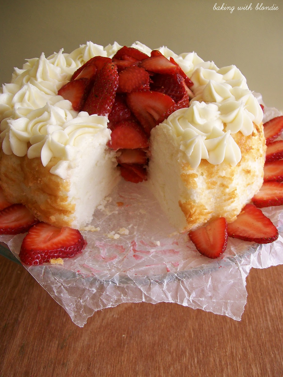 Baking with Blondie : Angel Food Cake with Strawberries