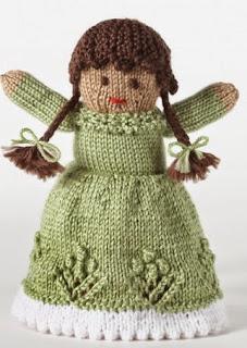 http://www.yarnspirations.com/assets/files/pattern-files/pdf/Bernat_Satinweb19_kn_doll.en_US.pdf
