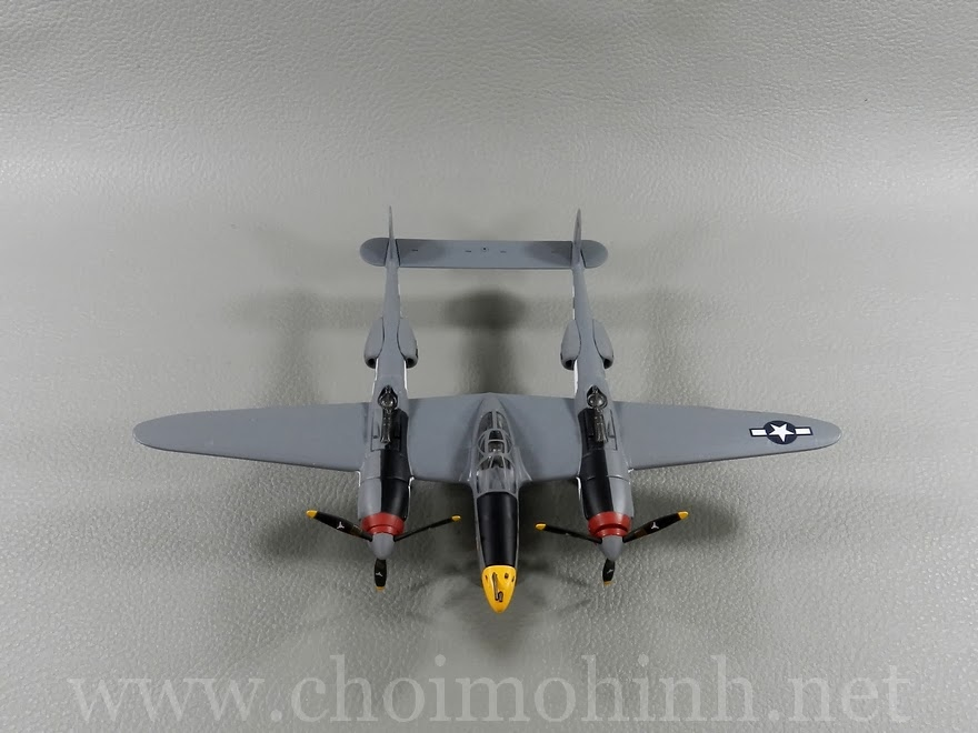 P38 Lighting USAF 370th Fighter Group Vivacious Virgin II 1:72 Witty Wings up