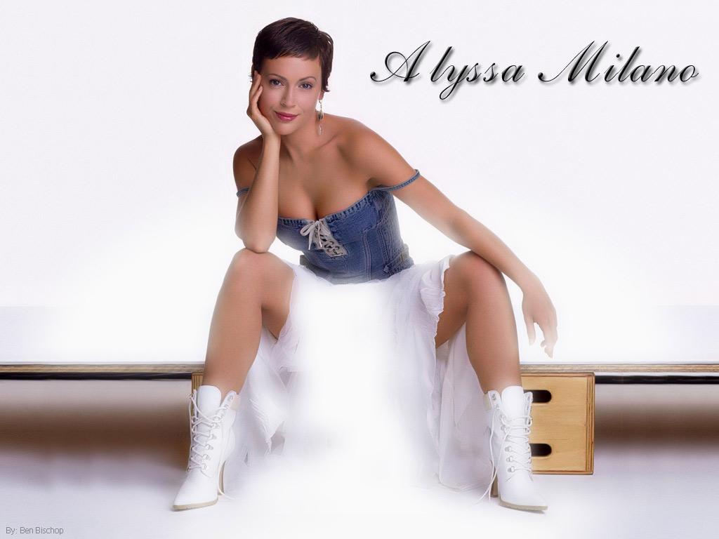 Alyssa Milano hot