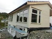 Huset tar form.