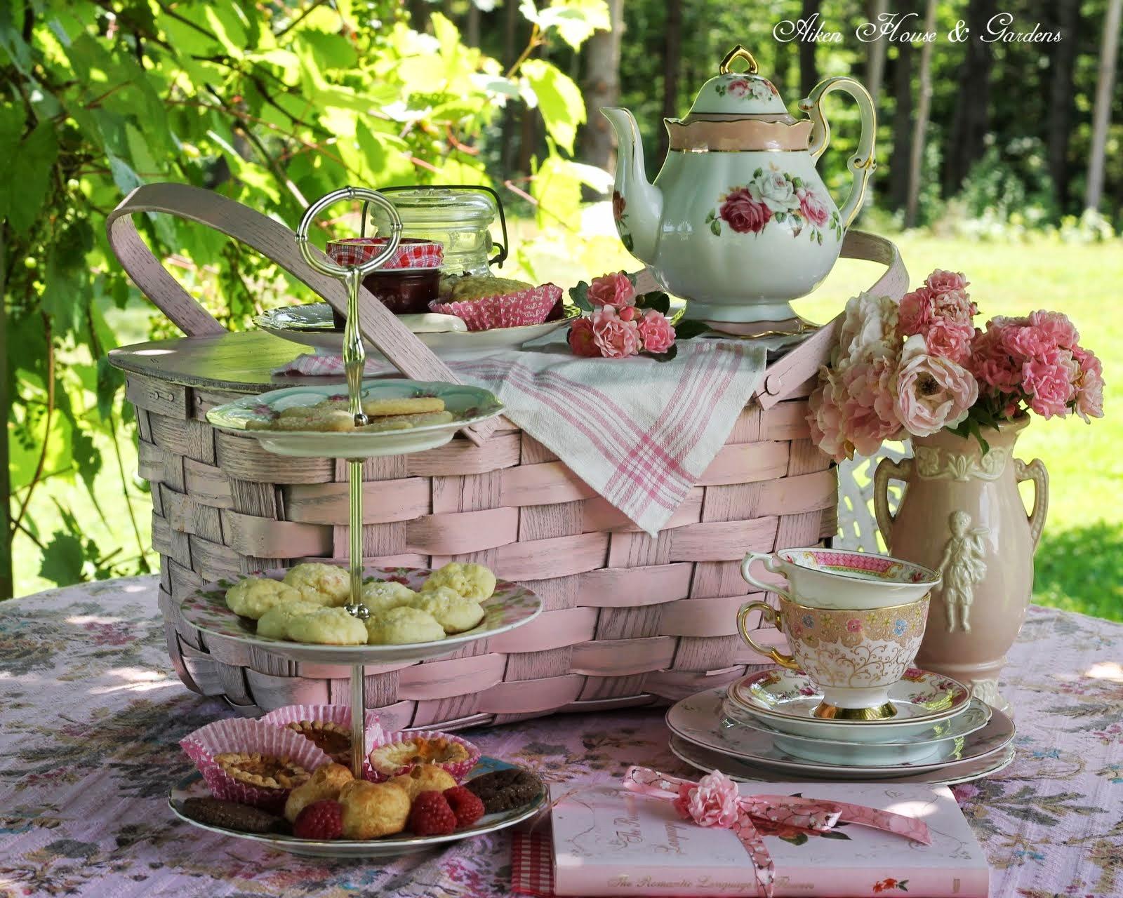 aiken house gardens a summer pink picnic. Black Bedroom Furniture Sets. Home Design Ideas
