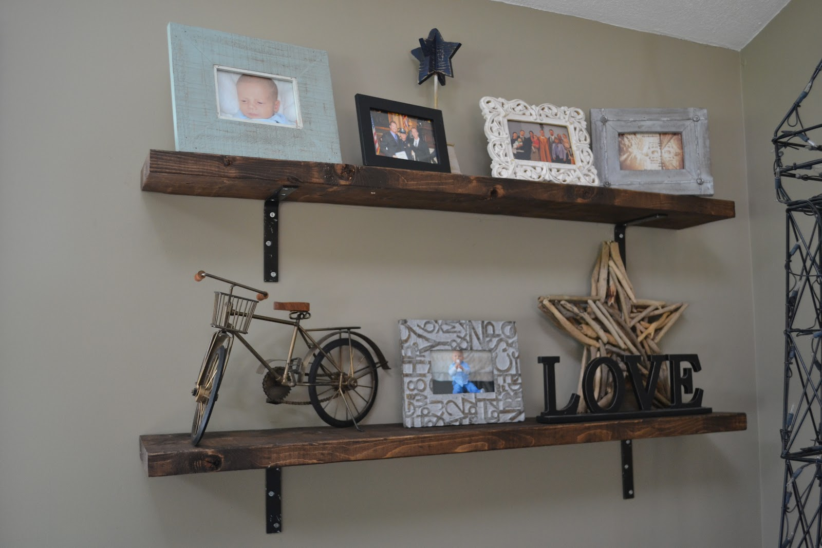 Binkies burlap homemade shelves - Appealing ideas for living room decor ...