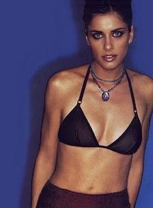 Amanda Peet Hot Styles