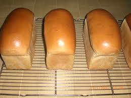 Pembuatan roti any que biasanya roti tawar menggunakan gula di bawah 10 sedangkan roti manis di atas 20 serta untuk penggunaan telur biasanya untuk roti tawar tidak memakai ccuart Choice Image