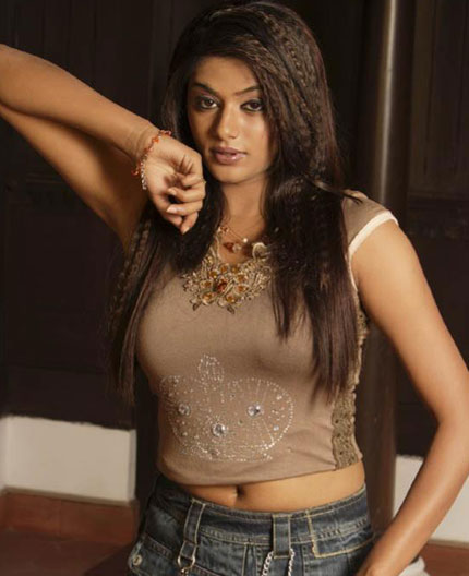 actress Priyamani hot Pics