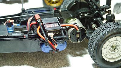 LiPo battery holder for old Tamiya bathtub chassis DF01