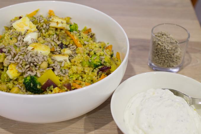 hyvä kasvisruoka tarjottavaksi ruokaisa lämmin salaatti