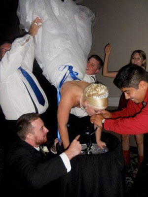 15 WTF wedding pictures
